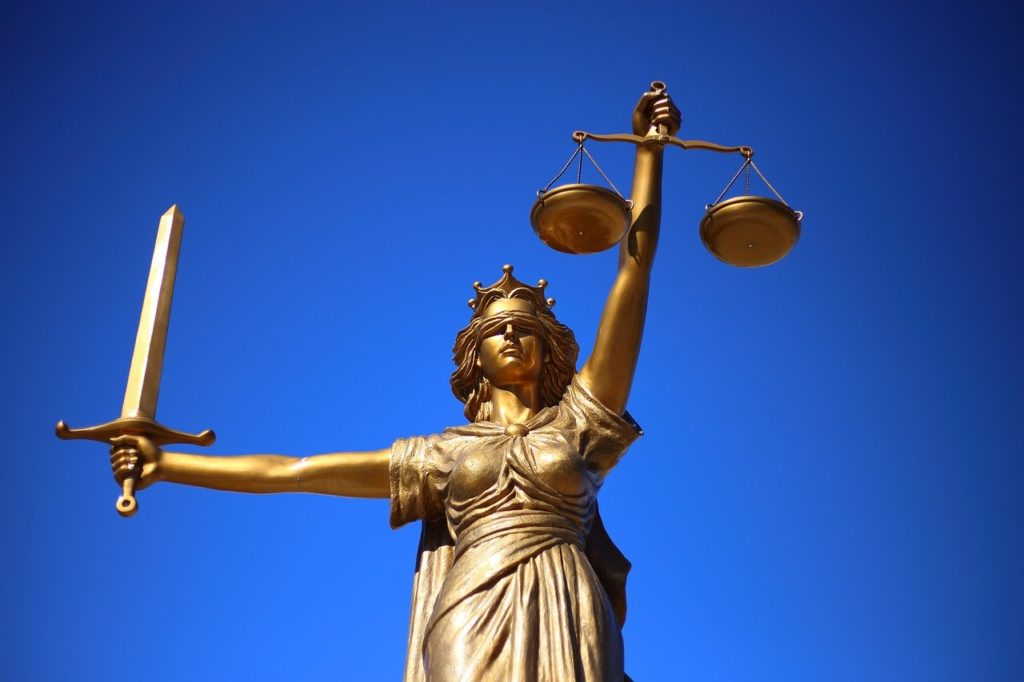 Lady justice depicting laws that make it hard for cannabis banking.